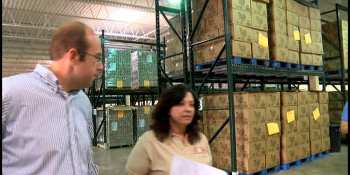 Rep. Smith visits food bank in Sikeston
