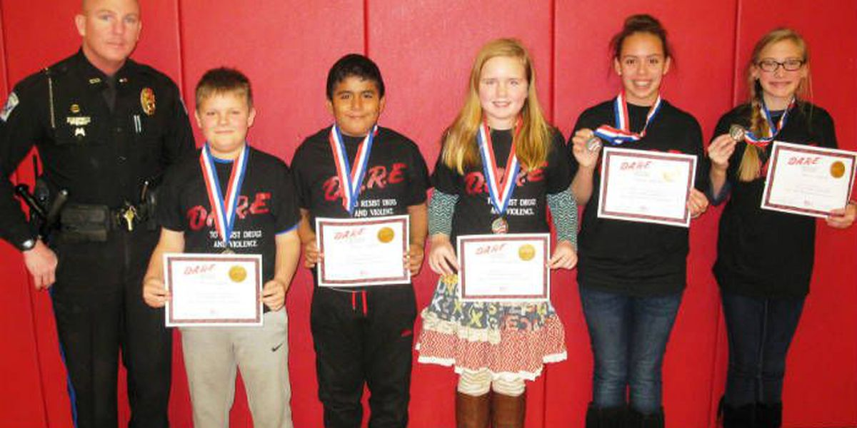 Sedalia Elem. 6th graders graduate from DARE program