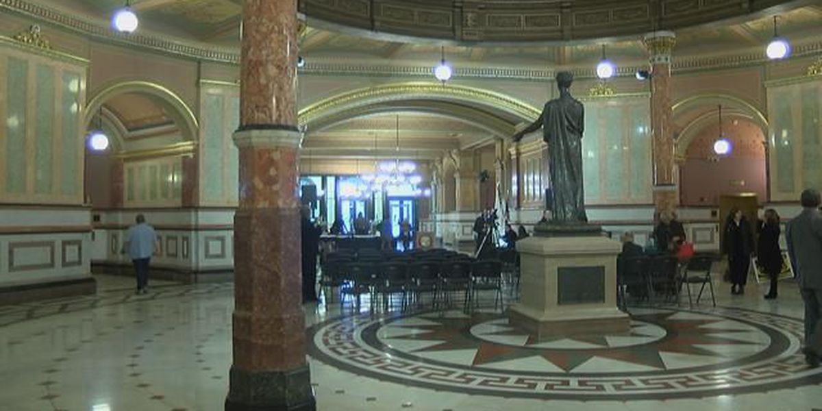 Higher education officials rally in Springfield, IL over funding