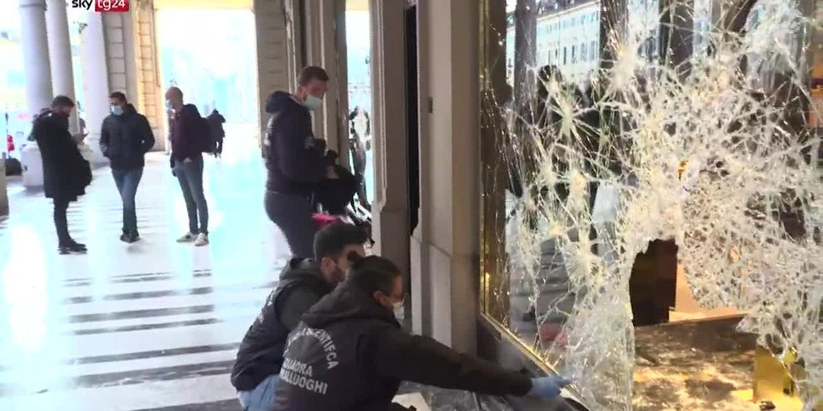 Italy cleans up after anti-lockdown protests