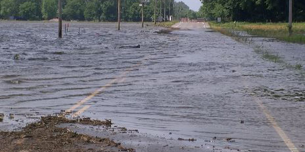 Businesses prepare for rising river