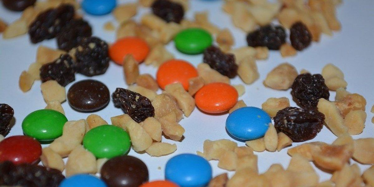 Back to School Lunch Hack: mix your own trail mix