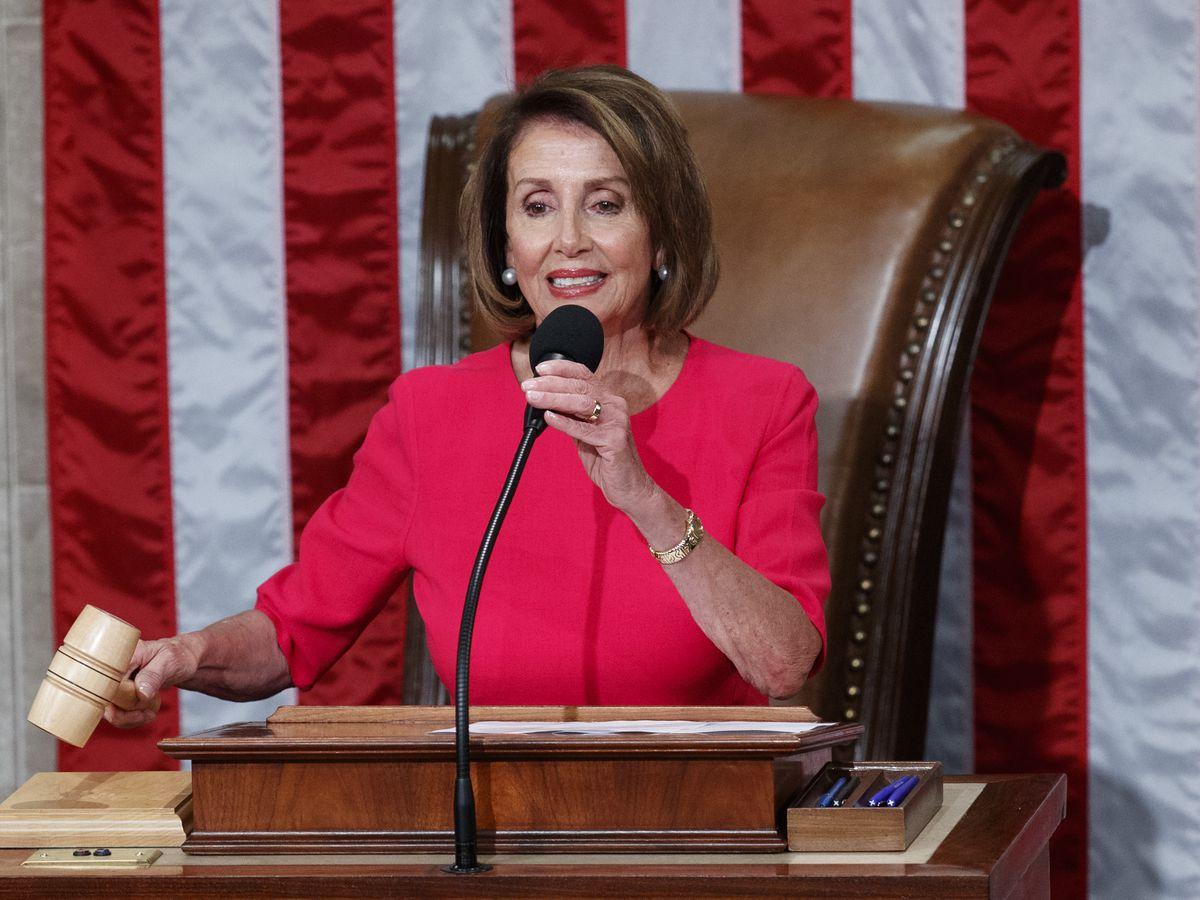 Trump feels shutdown pressure from economists, Nancy Pelosi