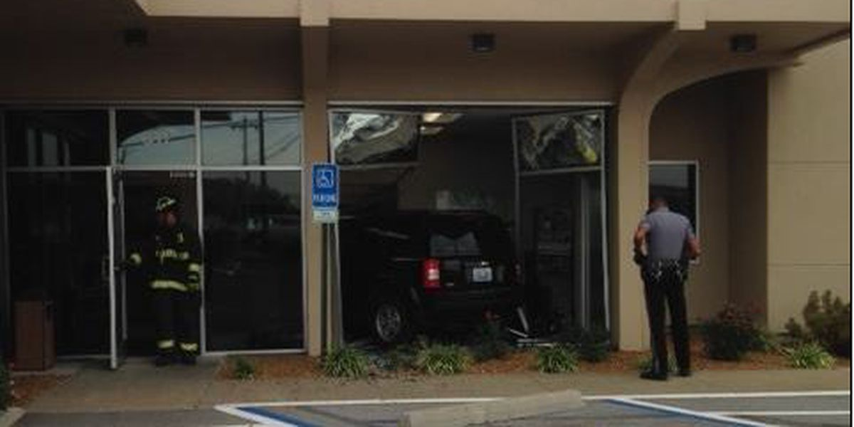 Police: Driver intentionally drove through Murray, KY bank