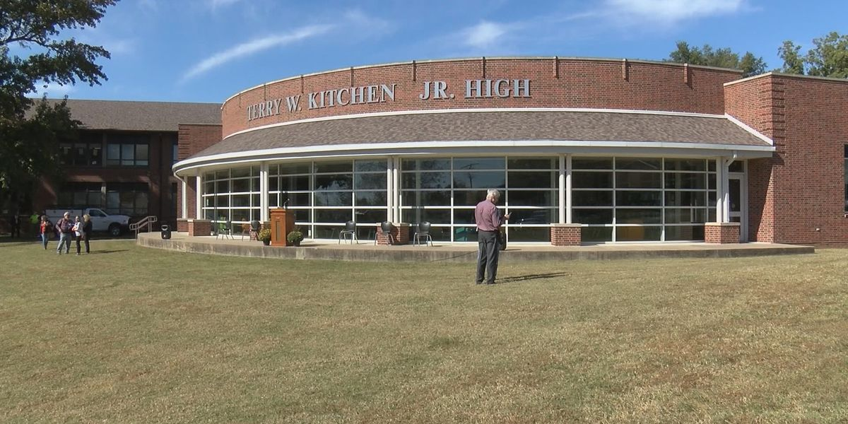 Jr. high school in Cape Girardeau officially dedicated as Terry W. Kitchen Junior High