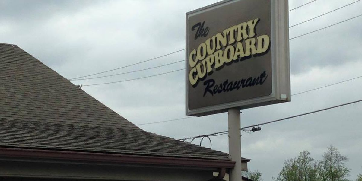 SUV crashes into Carterville, IL restaurant