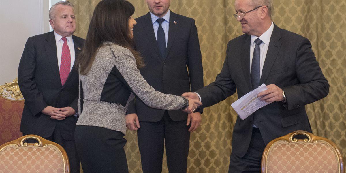 Slovakia inks deal to buy 14 F-16s from US Lockheed Martin
