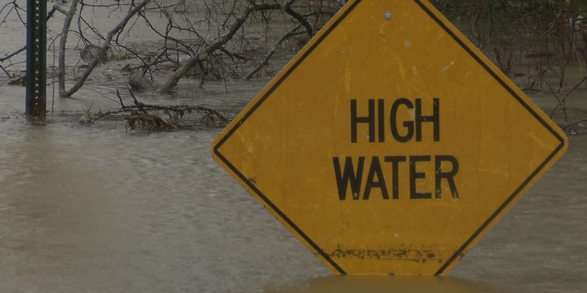 Flooding closes road in Kentucky