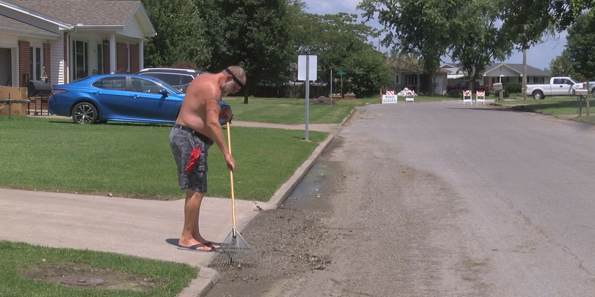 East Cape Girardeau residents returning home, assessing damages