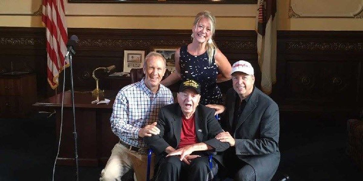 IL Gov. Bruce Rauner welcomes touring WWII veteran