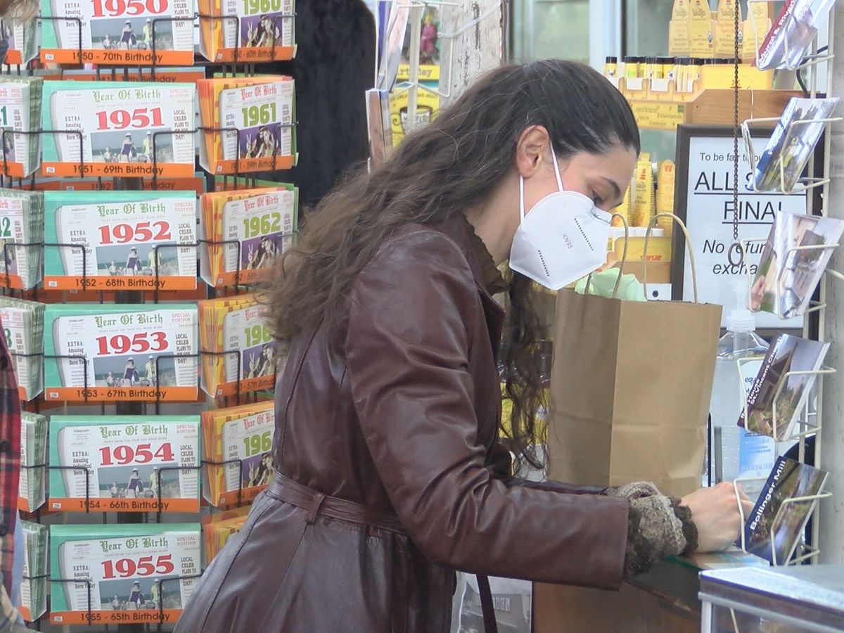 Shoppers swarm downtown Cape Girardeau on Small Business Saturday