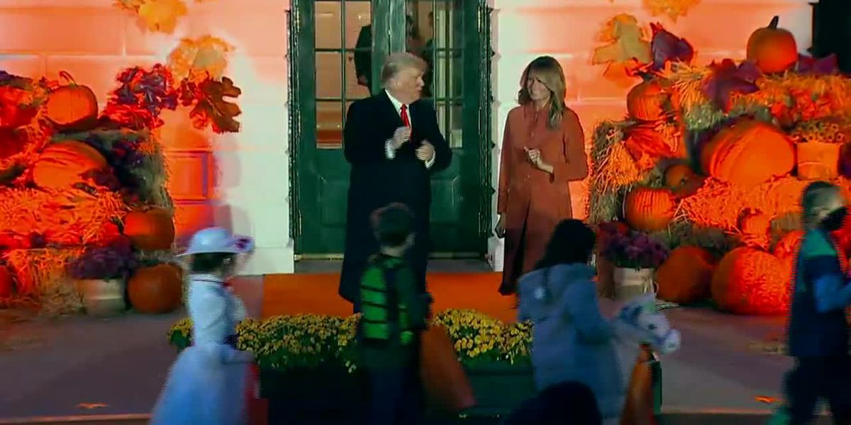 Trump, first lady greet trick-or-treaters