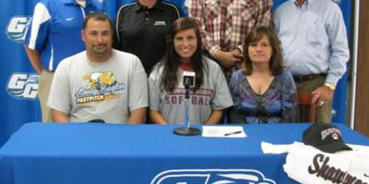 Graves Lady Eagle receives softball scholarship for Shawnee Community College