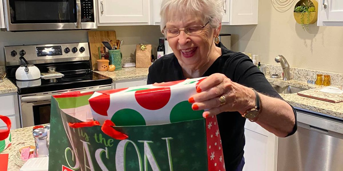 Heartland assisted living home spreads Christmas cheer