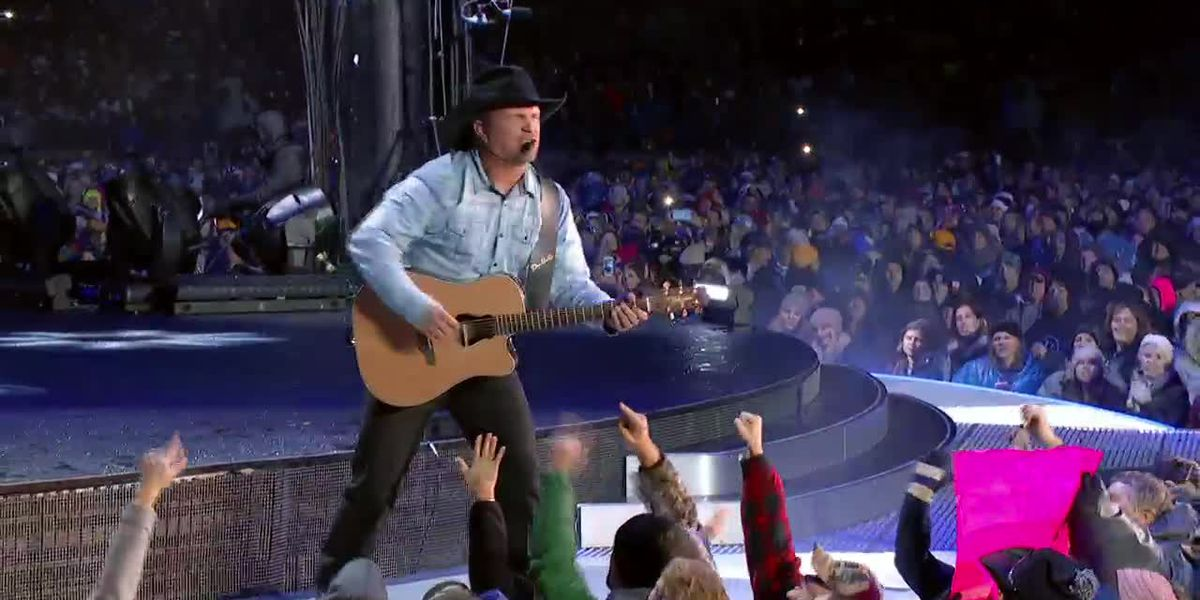 Preview: Garth Brooks performs 'The Thunder Rolls'