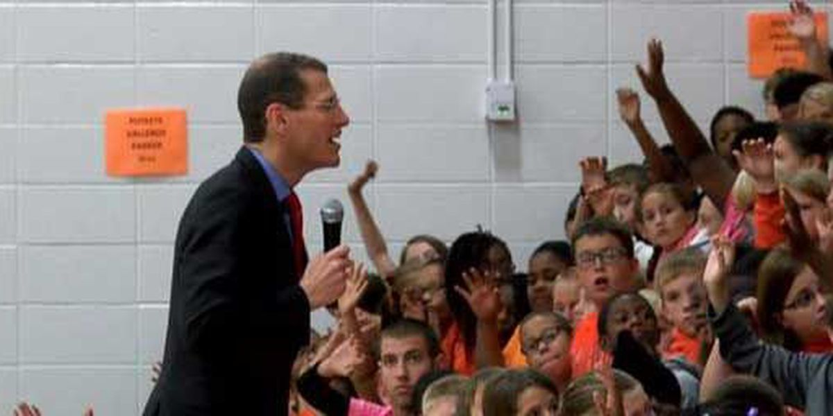Missouri treasurer encourages Cape Central Middle School students to work hard