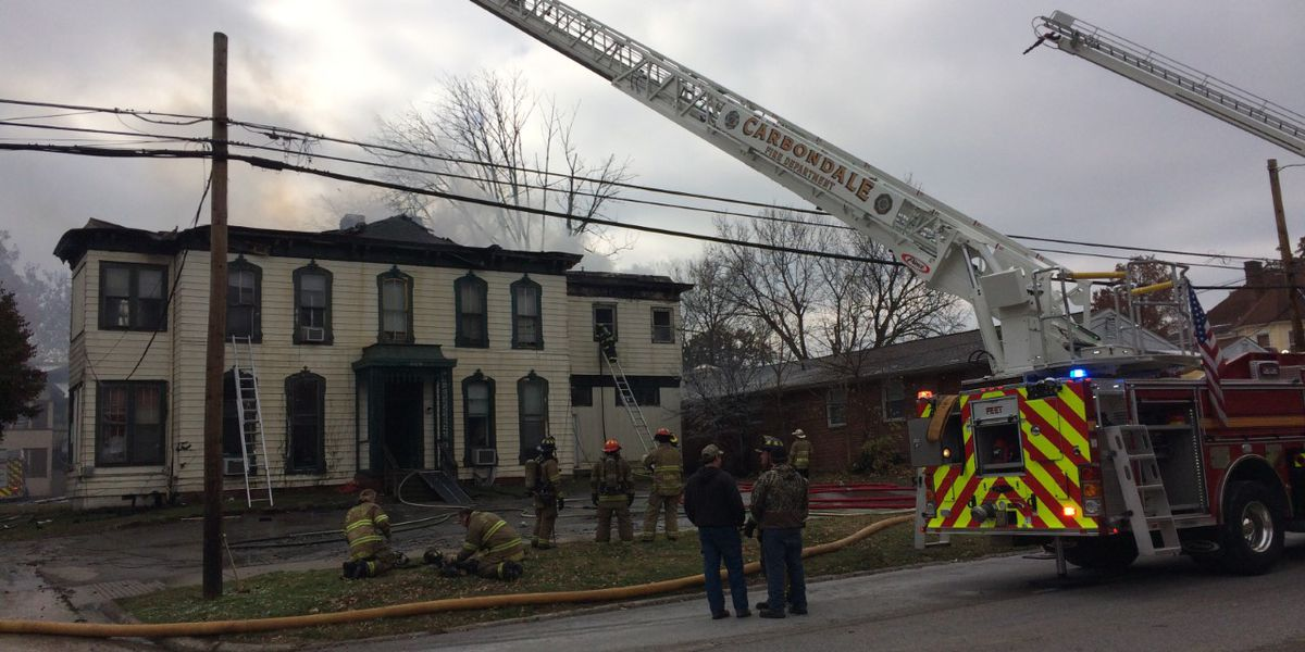 Apartment fire closes Rt. 13 at University Ave. in Carbondale