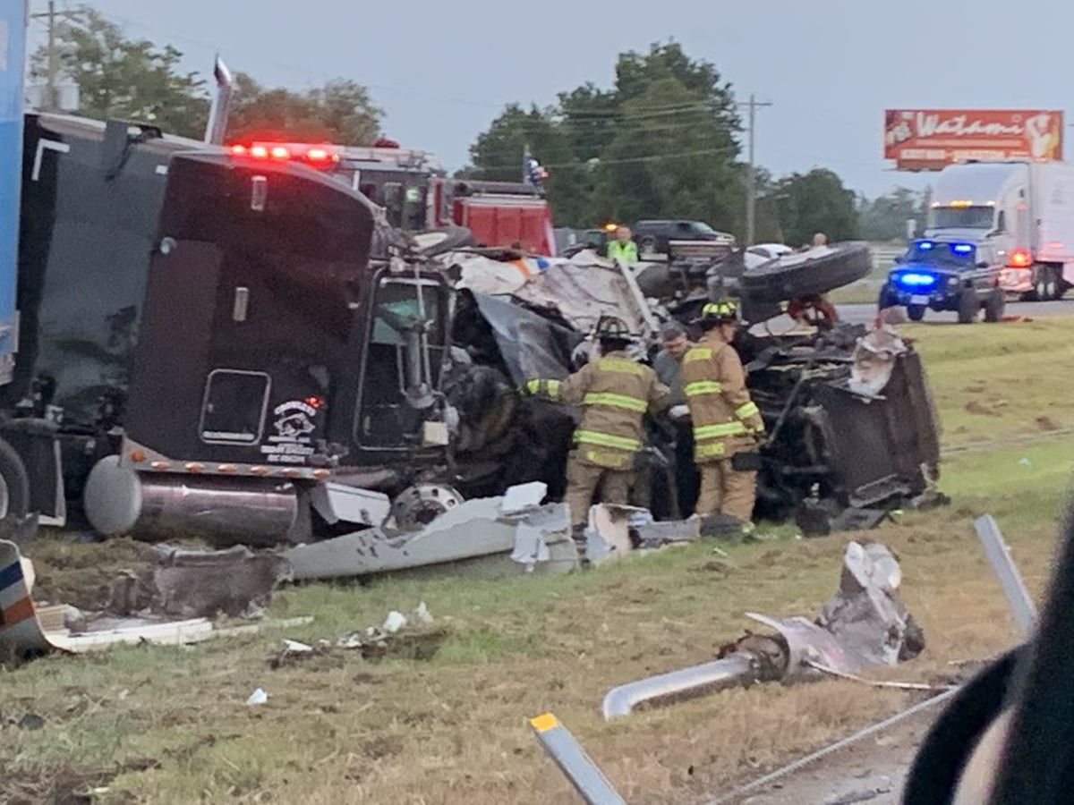 2 injured in 3-commercial vehicle crash on I-55 in Scott Co.