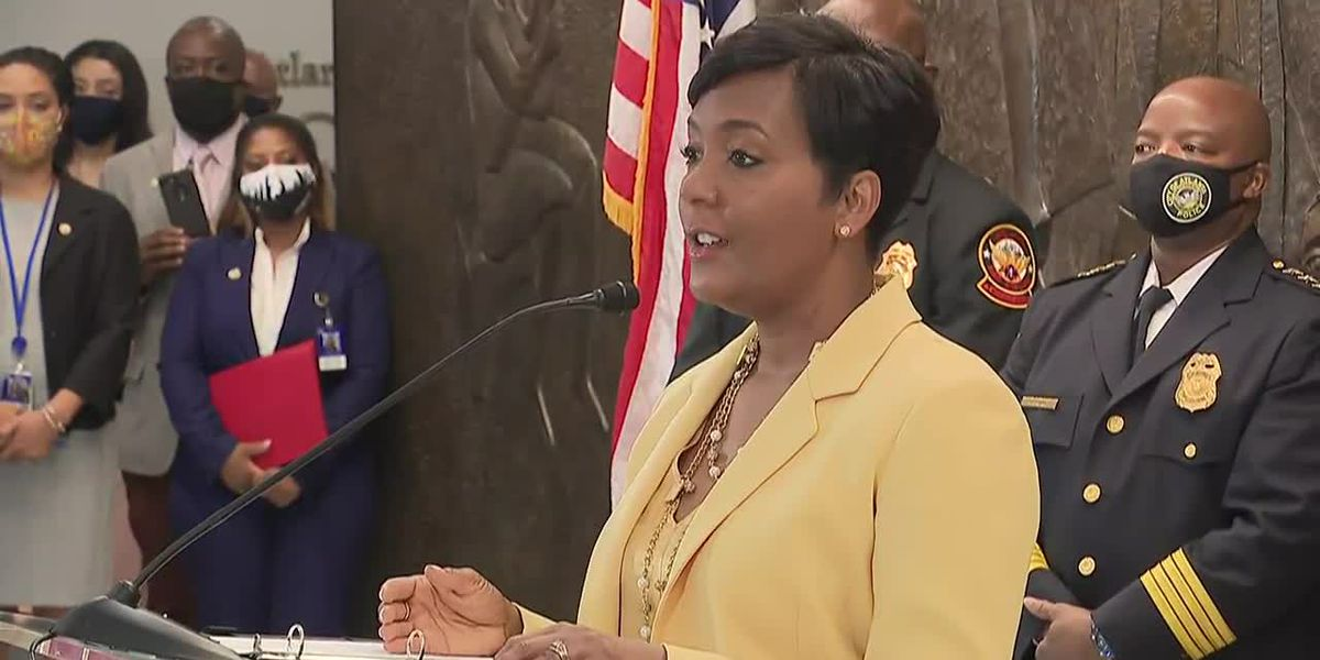 Atlanta mayor declines to seek reelection