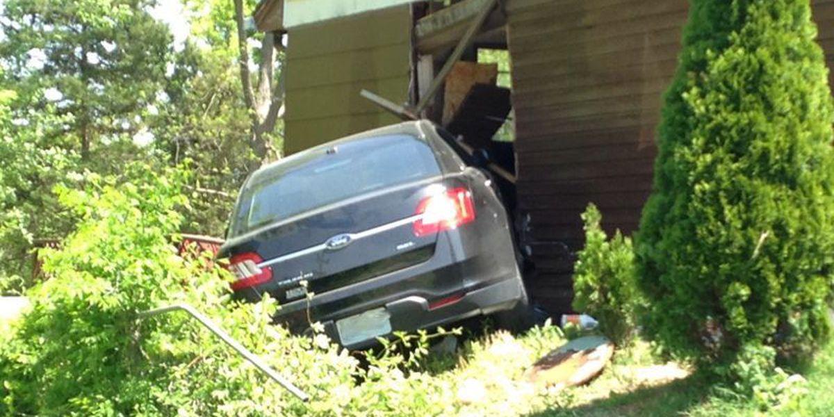 Car drives into Cape Girardeau home