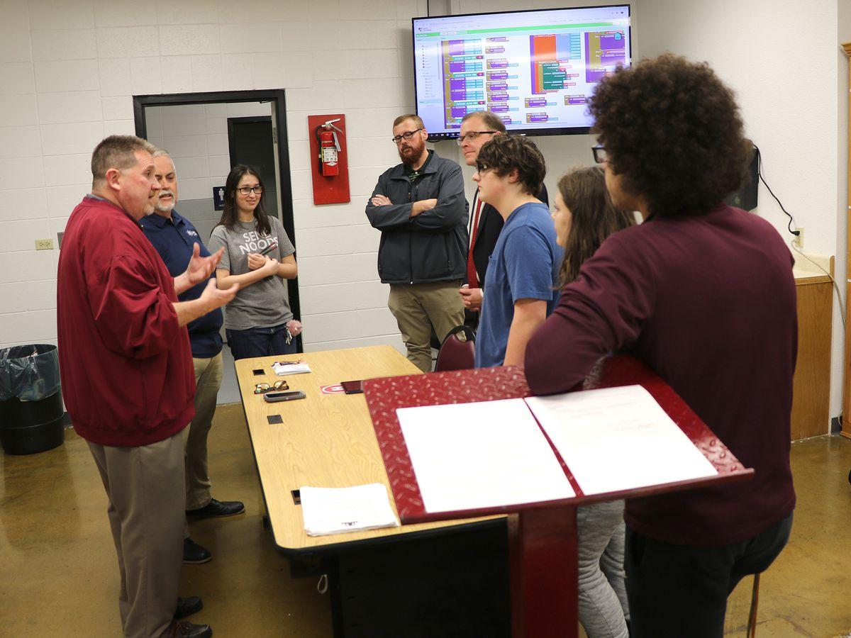 Poplar Bluff students create possible 911 app