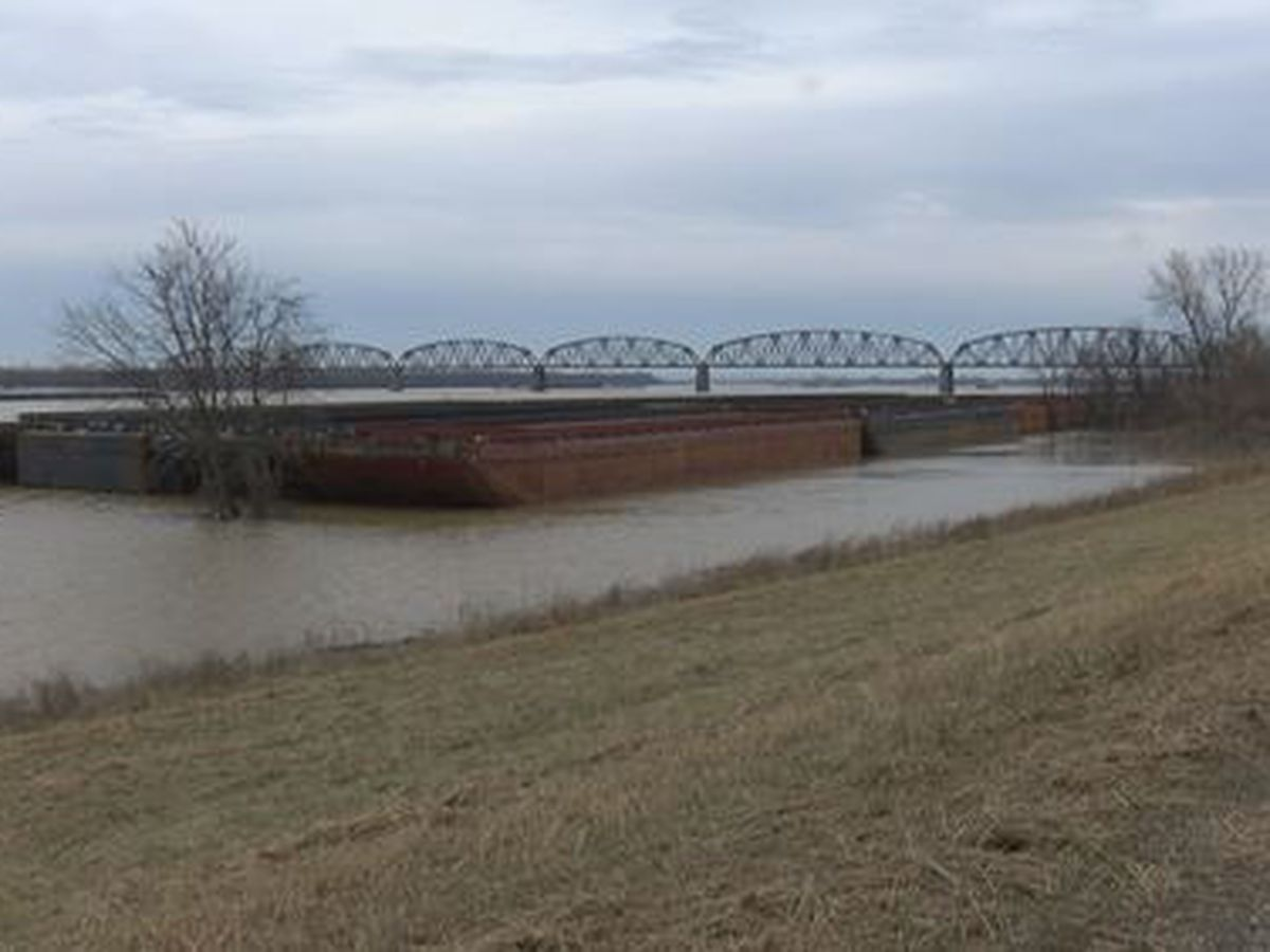 Corps of Engineers initiate Phase 2 floodfight in Cairo, Ohio River rising