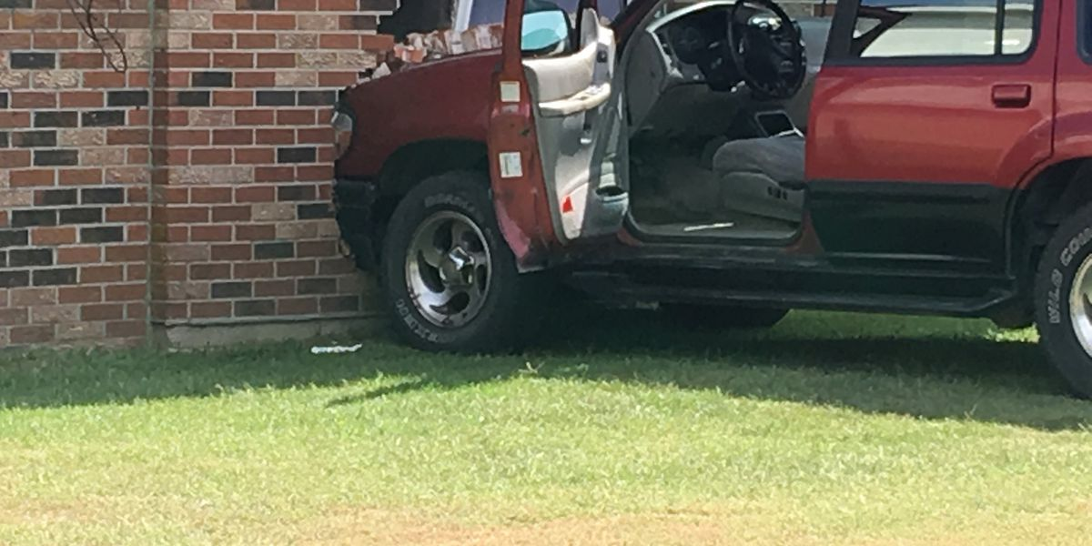 Man in custody after vehicle crashed into Sikeston home