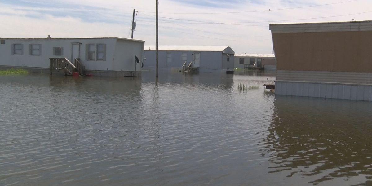 Red Cross volunteers travel from across the nation to help local flood victims