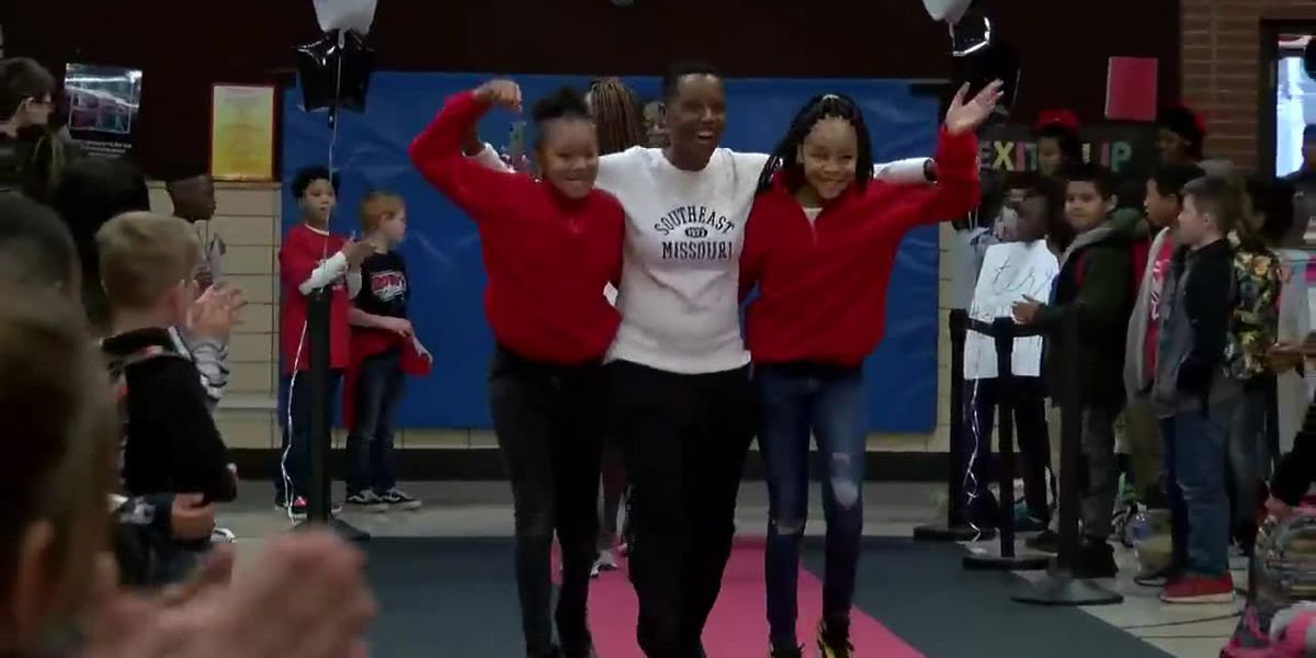 Elementary students roll out red carpet for winning SEMO Women's Basketball team