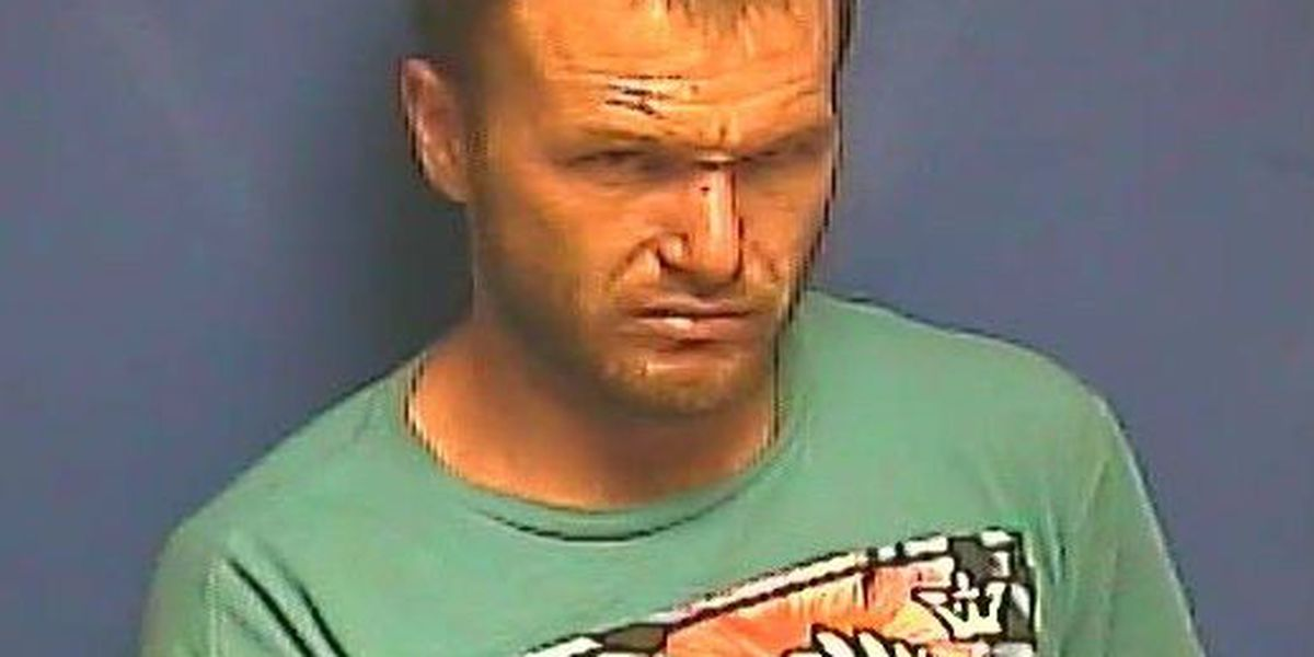 Mayfield, KY man arrested after fleeing from deputies