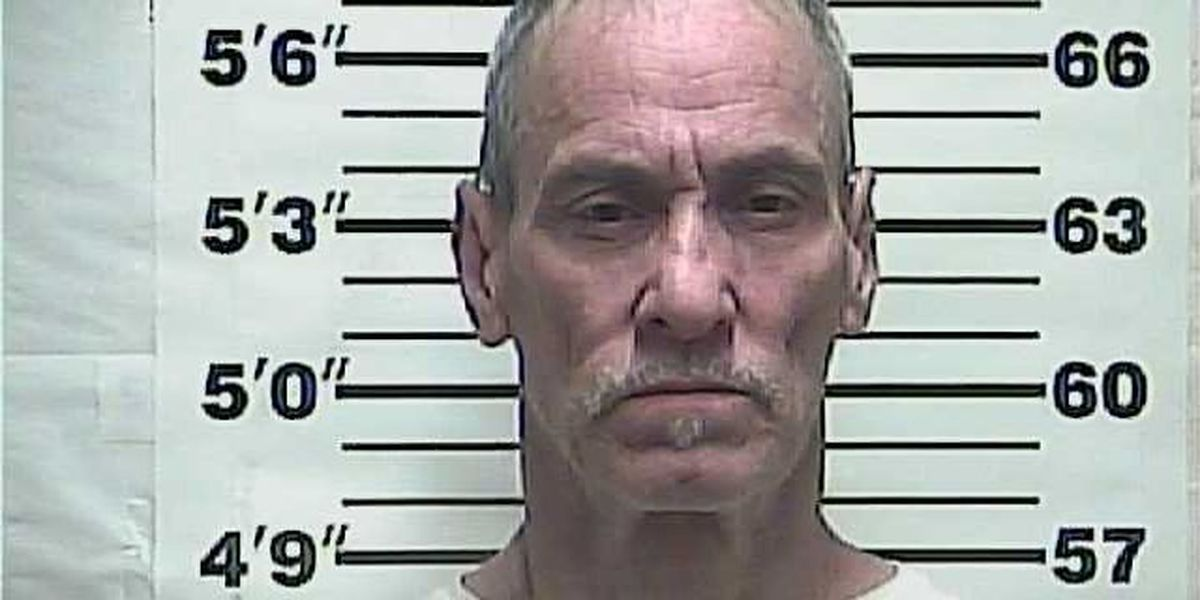 Sheriff's office: Man admitted to showing 10-year-old girls porn, giving them cigarettes
