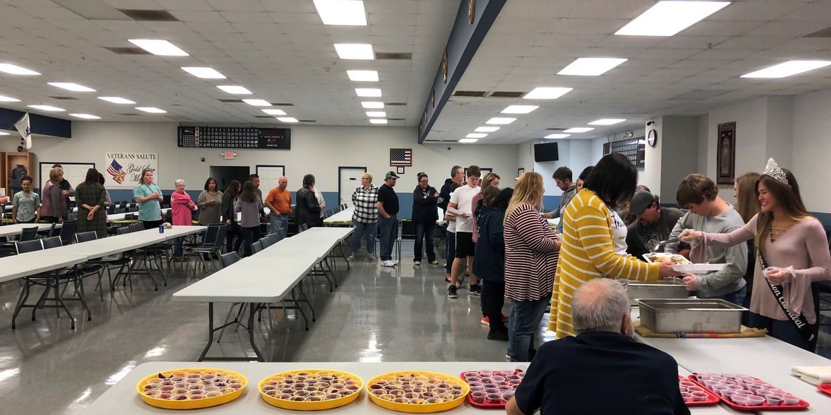 Sikeston community members feed more than 700 people for Thanksgiving