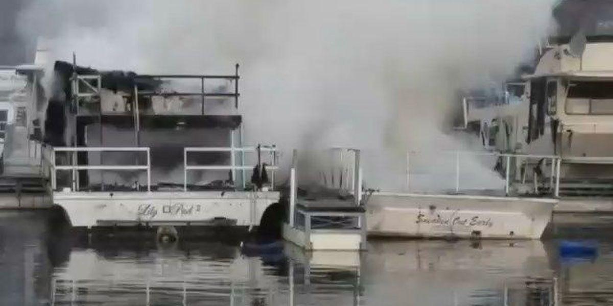 Boat sinks after fire at Kinkaid Marina in Murphysboro, IL