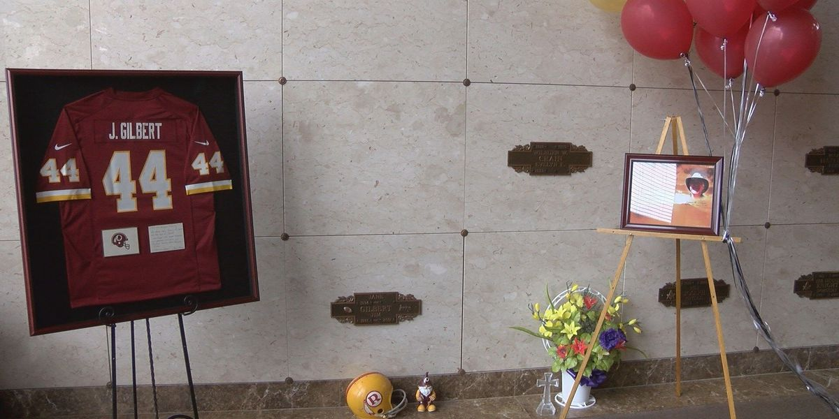 Late Murphysboro man gets special NFL emblem on his crypt