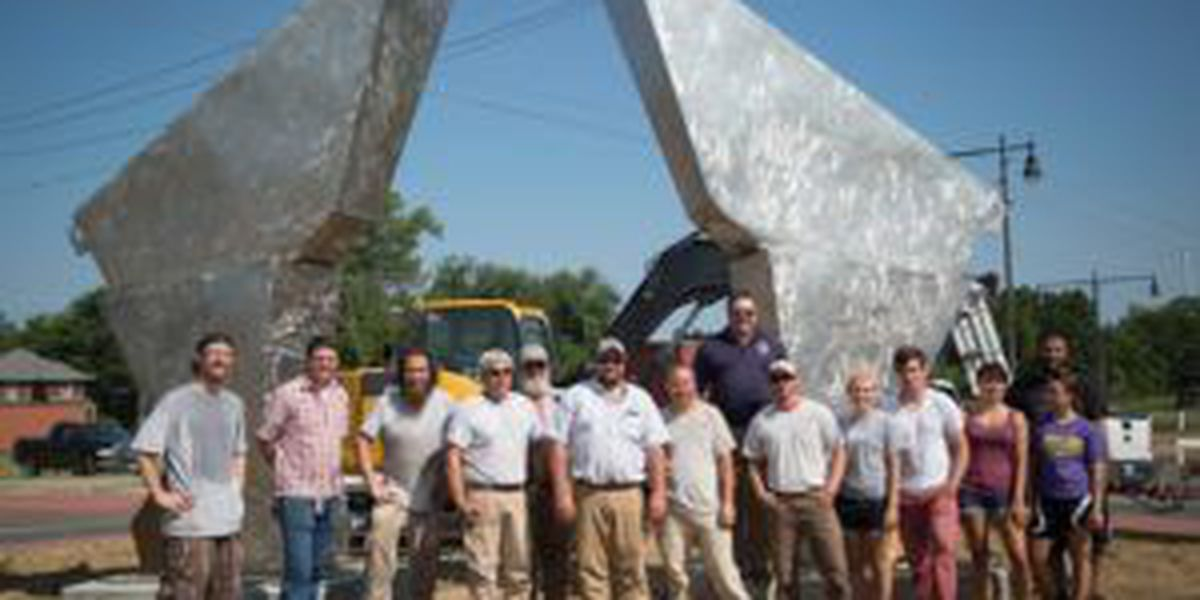 City holds ribbon-cutting ceremony for new sculpture