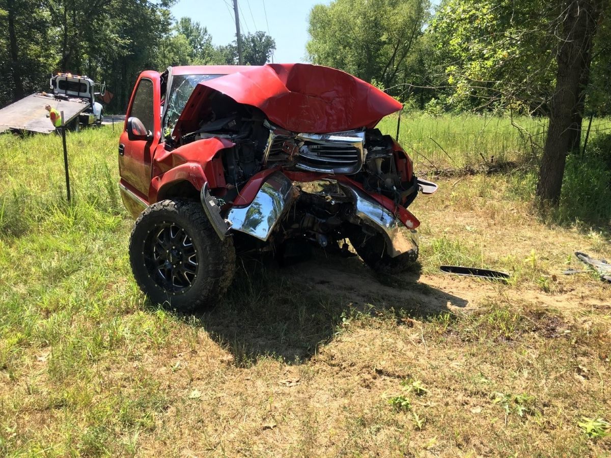 19-year-old injured after truck hits tree in Ky.