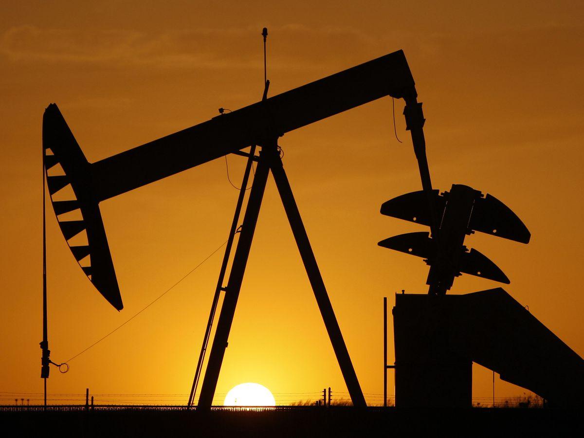 Average US price of gas drops 22 cents per gallon to $2.51