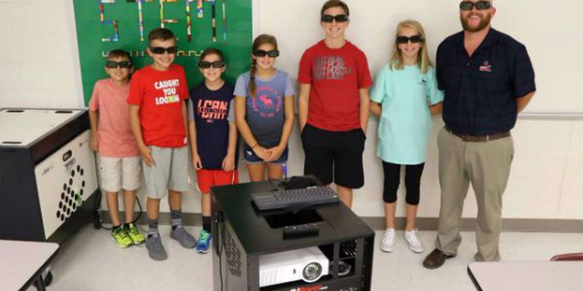 3D projector brings learning to Poplar Bluff Middle students in whole new way