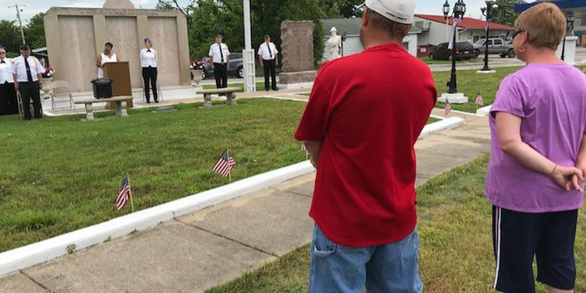 Dozens honor veterans with Memorial service in Mound City