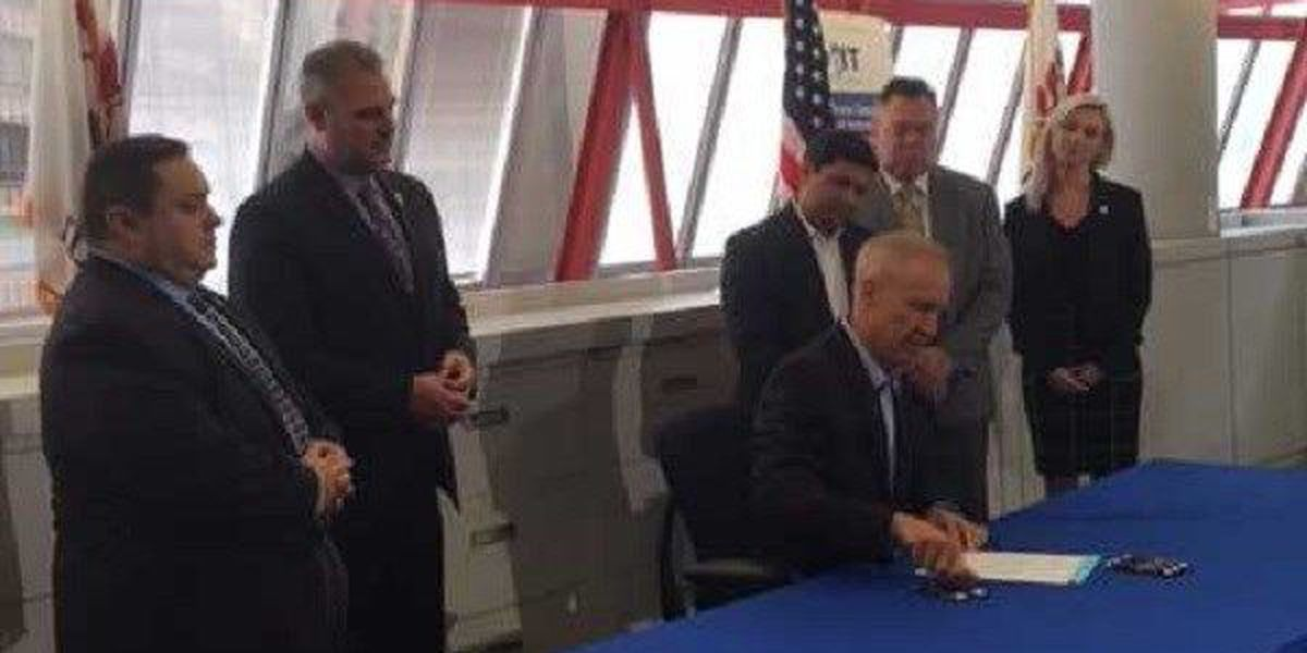 Gov. Rauner signs bill to protect Illinois from cyberthreats