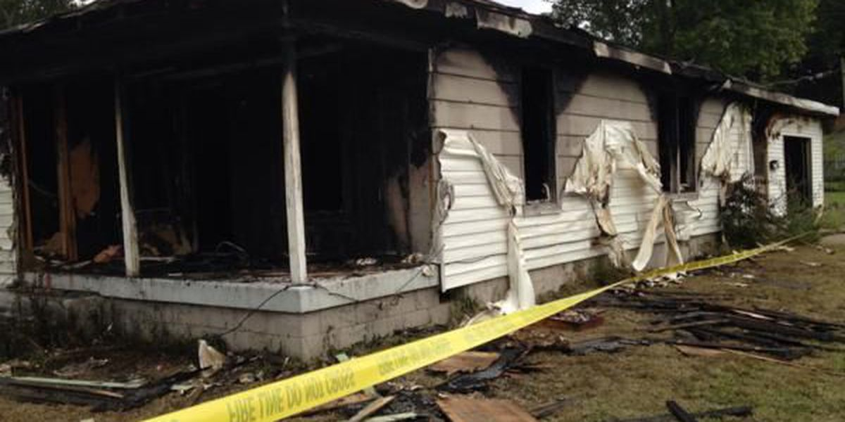 1 firefighter injured in vacant house fire