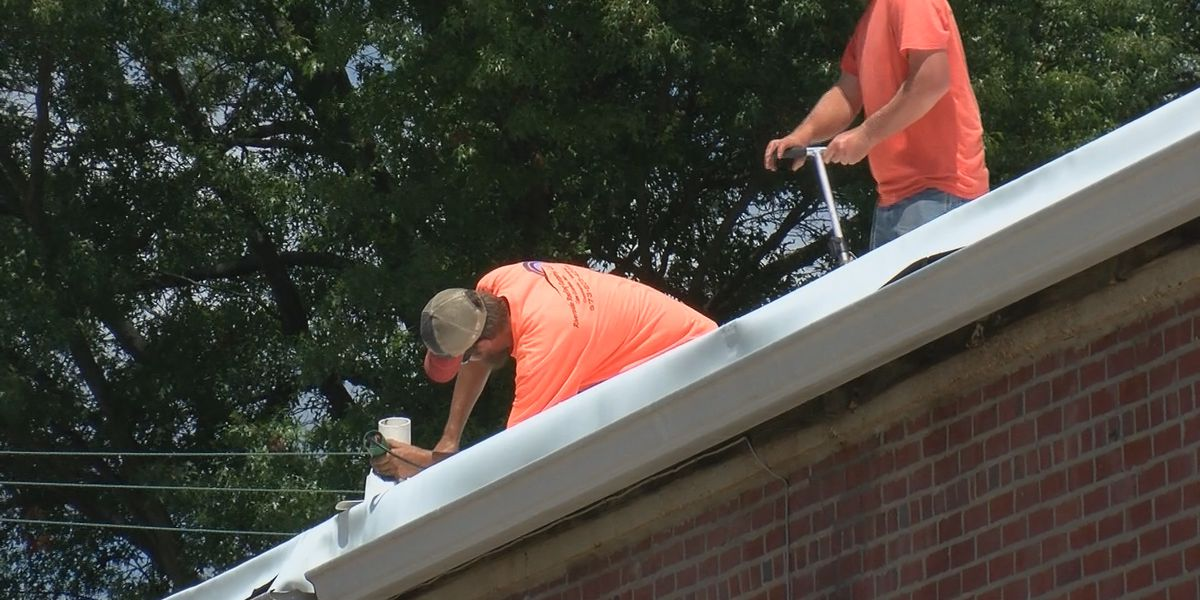 Crews working to fix storm-damaged American Legion in Jackson, Mo.