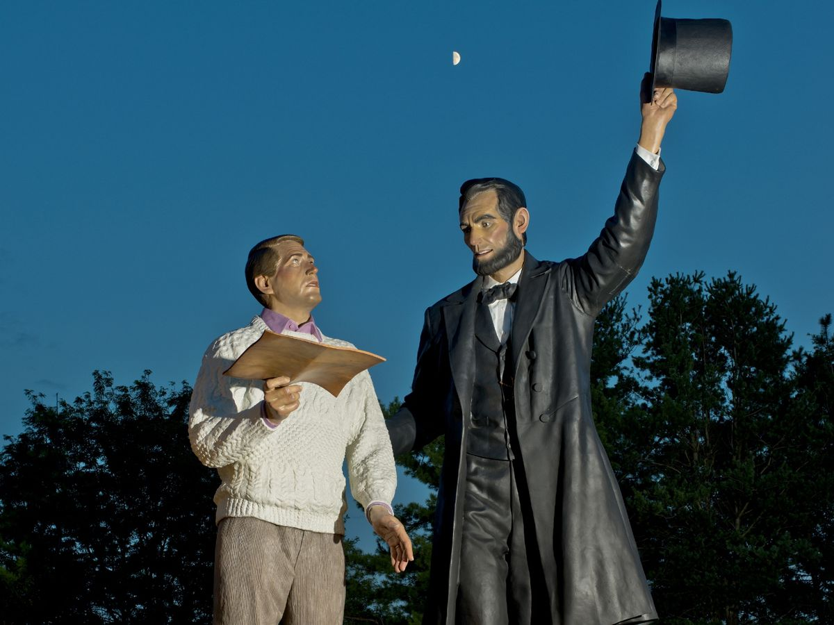 Giant Abe Lincoln sculpture arrives in Springfield