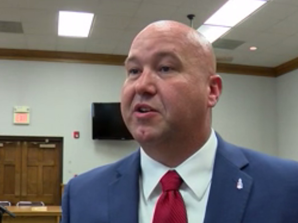 Residents and city officials welcome new Cape GIrardeau Fire Chief Travis Hollis