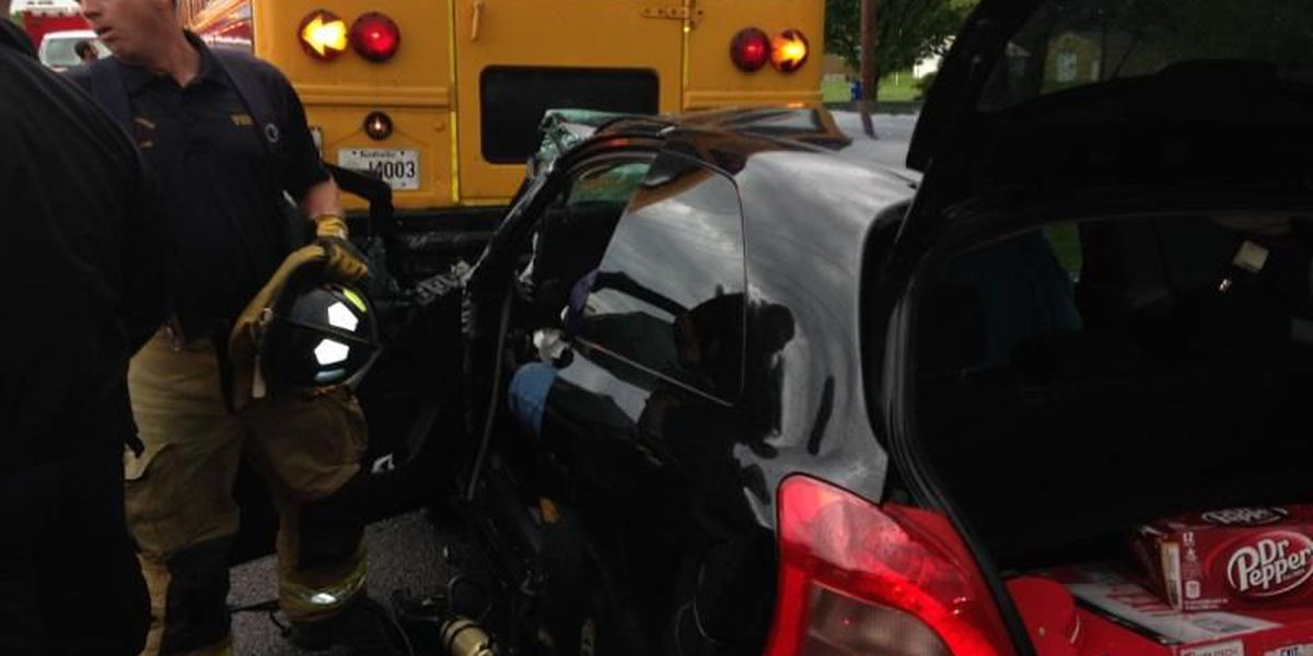 3 injured in Graves County bus crash