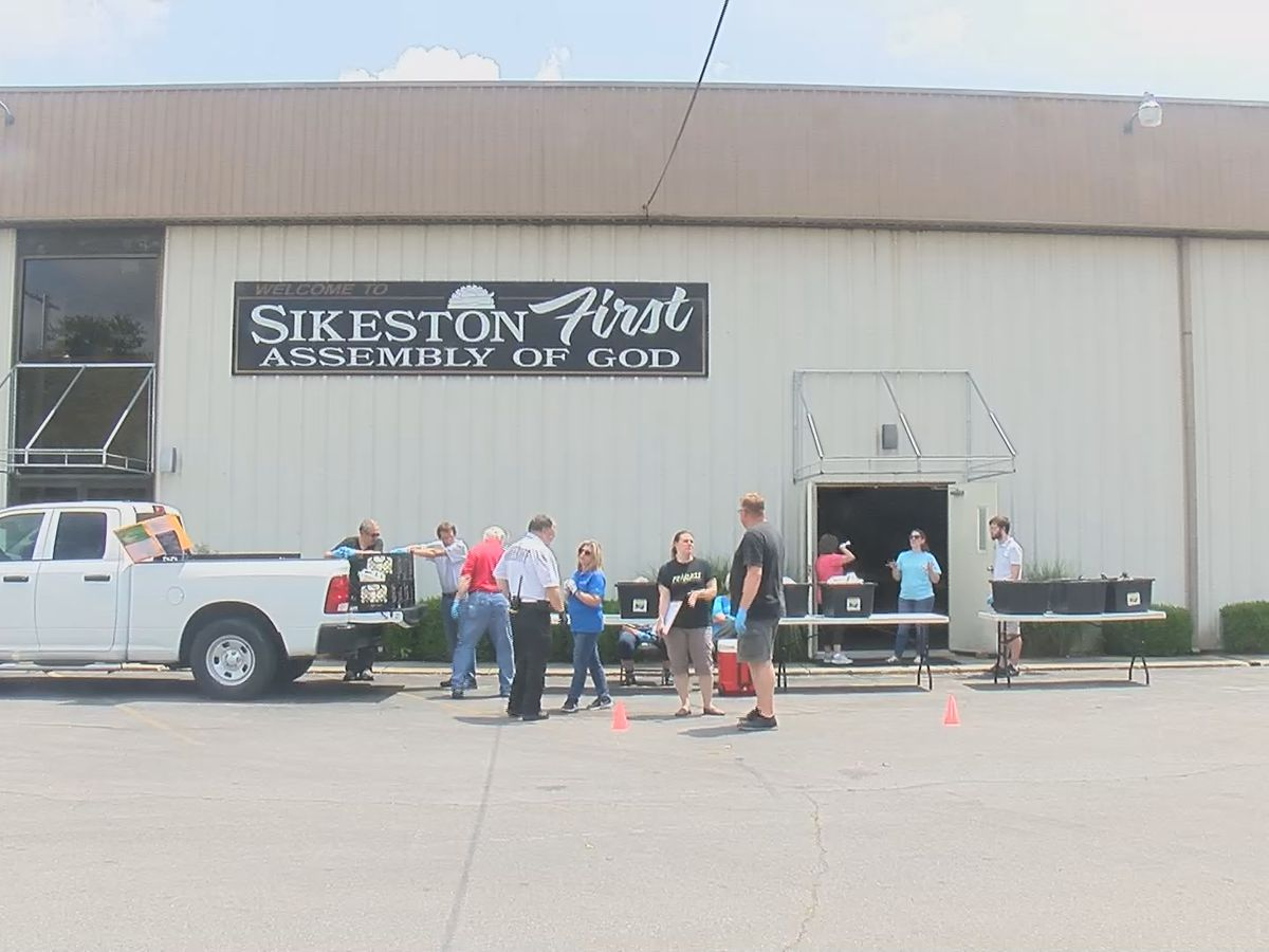 Sikeston First Assembly of God church lends a hand to the community