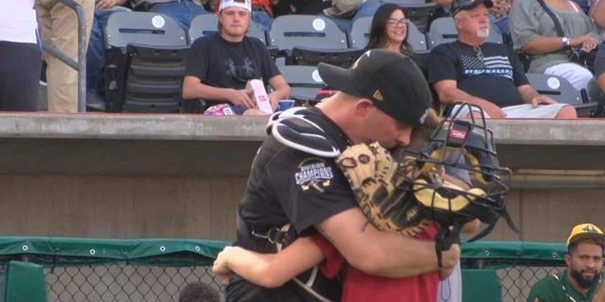 Soldier surprises son at Miners game in Marion, IL