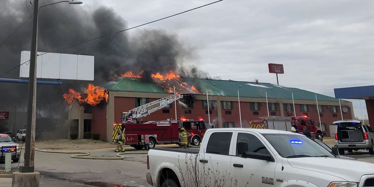 2 jump from second story, 6 injured in hotel fire in Miner, MO