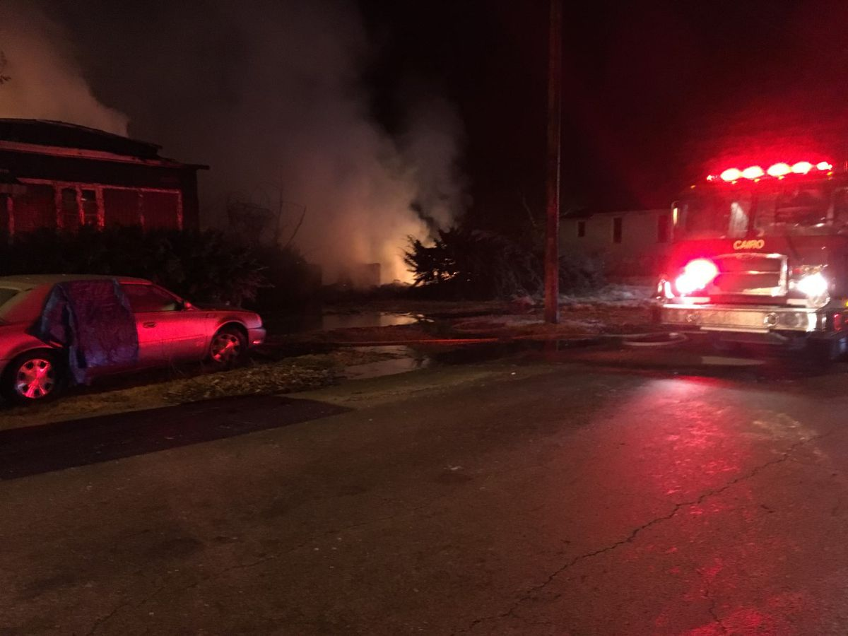 Early morning fire does heavy damage to buildings in Cairo, IL
