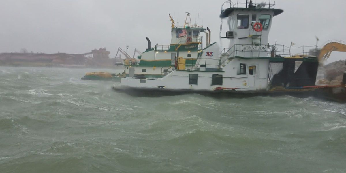 Cape Girardeau tugboat crew caught in middle of Hurricane Harvey safe, minimal damage to boat